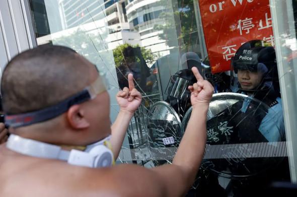 Сакральная жертва в Гонконге принесена: китайские власти должны реагировать быстро